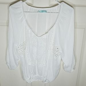 🎀LIKE NEW🎀MAURICES White Peasant Top Size: M